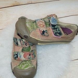 Keen Sula velcro strap closed toe floral sneaker